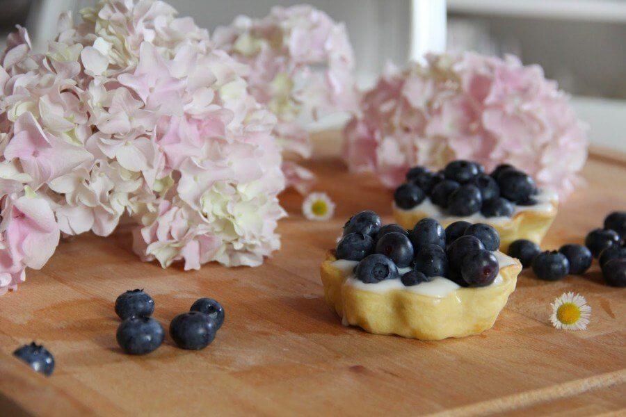 ricetta crostatine yogurt e frutti di bosco