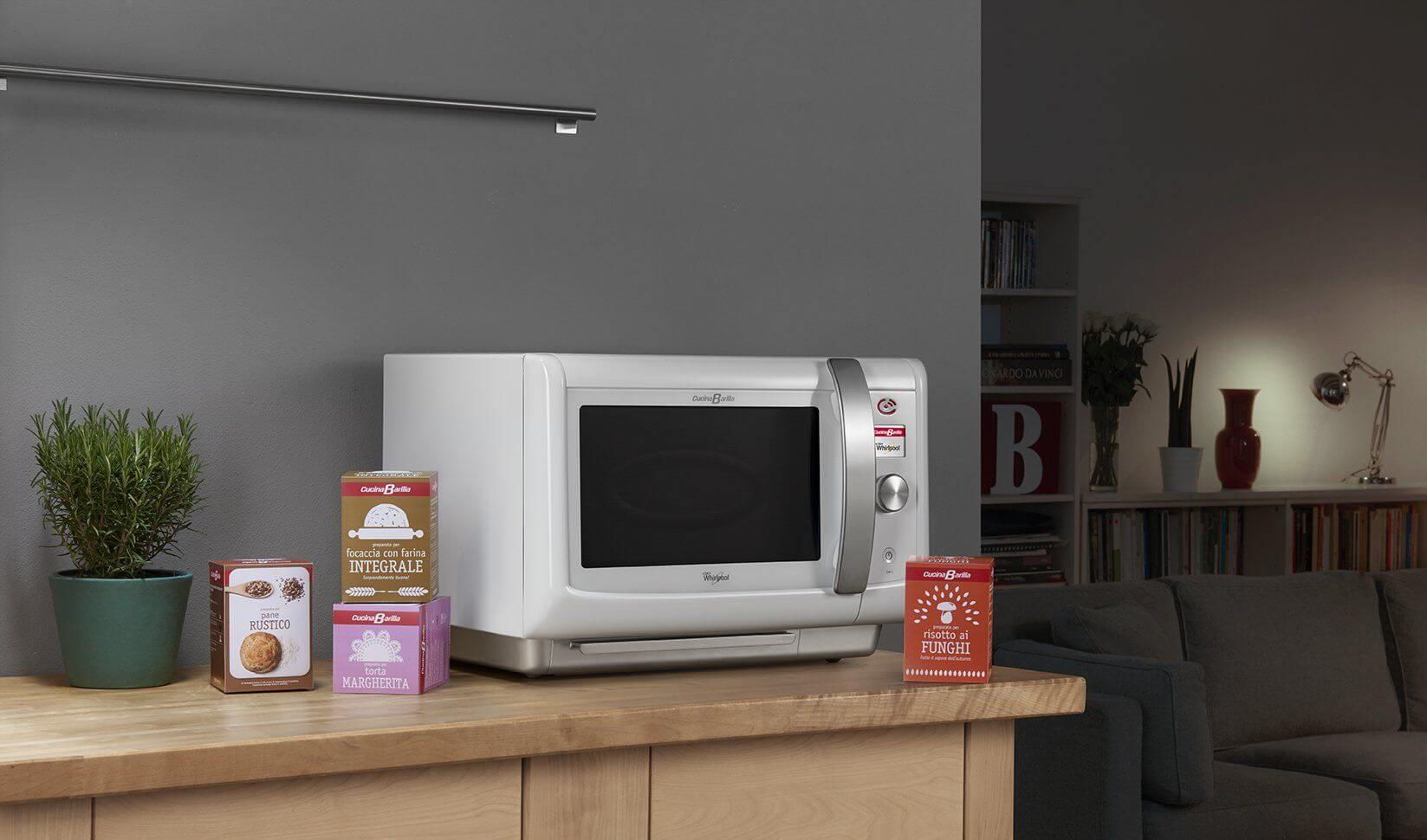 Donne impegnate risparmiare tempo con il forno cucinabarilla chizzocute - Cucina barilla whirlpool ...