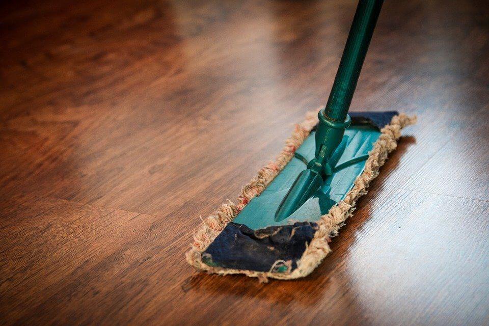 fare pulizie in casa