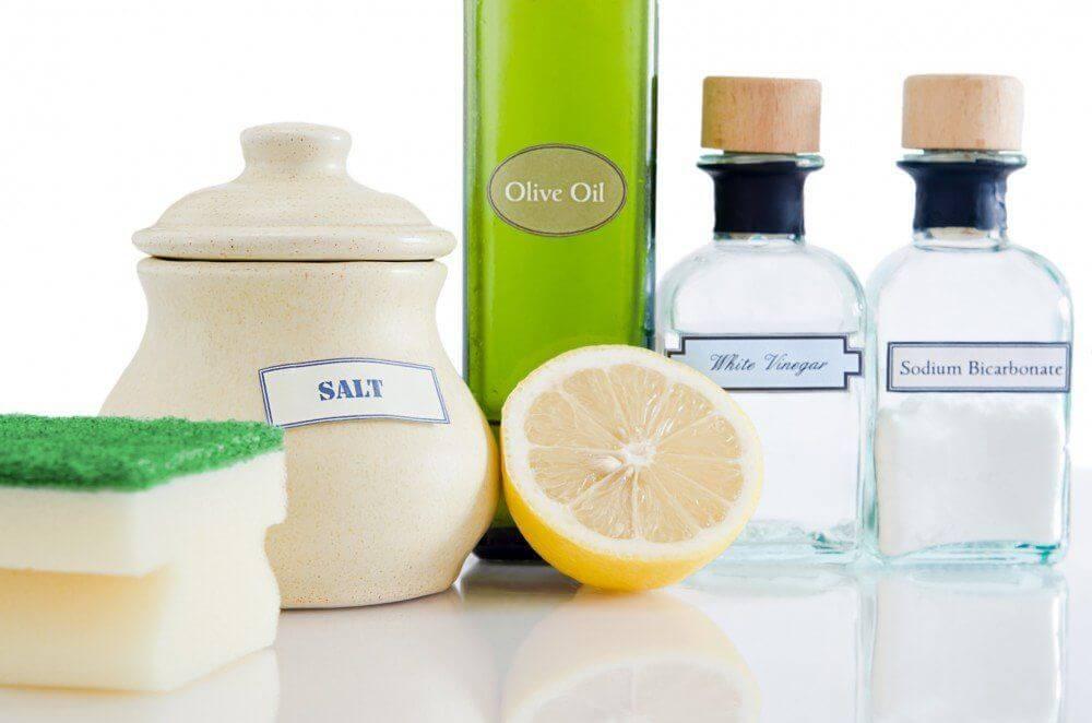 aceto e bicarbonato per pulire usi domestici