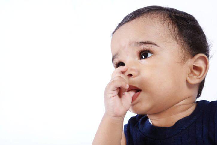 bambino suzione pollice