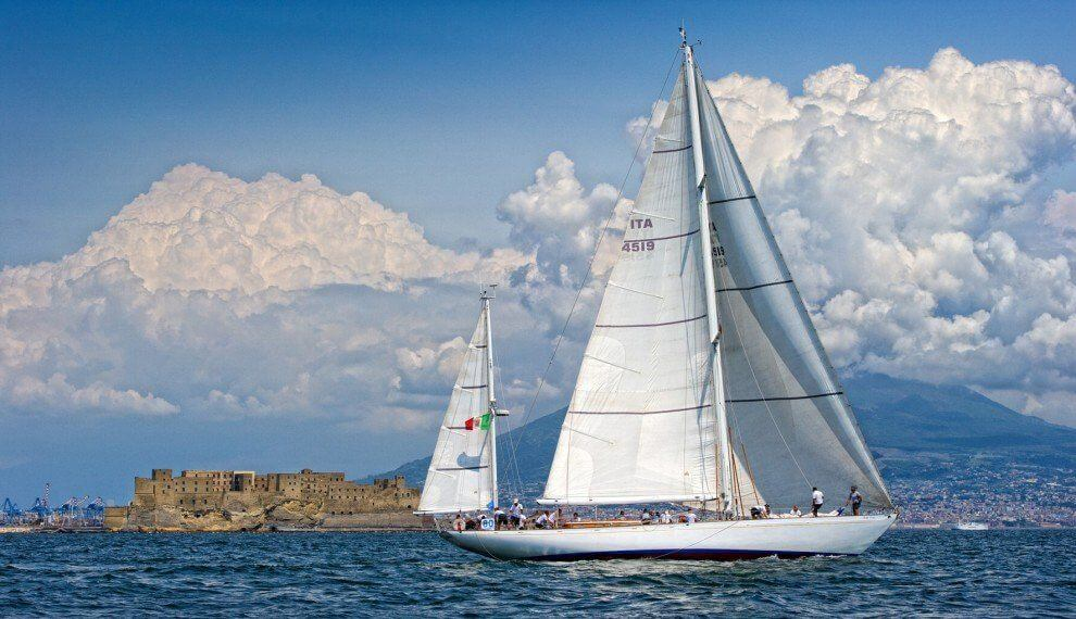 barca a vela porto di napoli