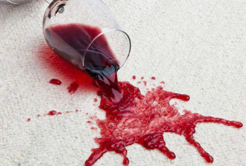 come togliere macchie di vino