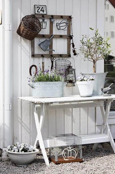 Decorare con piante e fiori in stile shabby chic idee - Giare da giardino ...