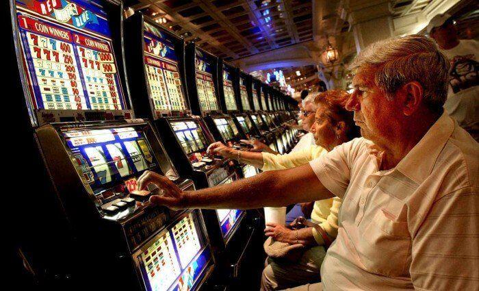 anziani e gioco d'azzardo