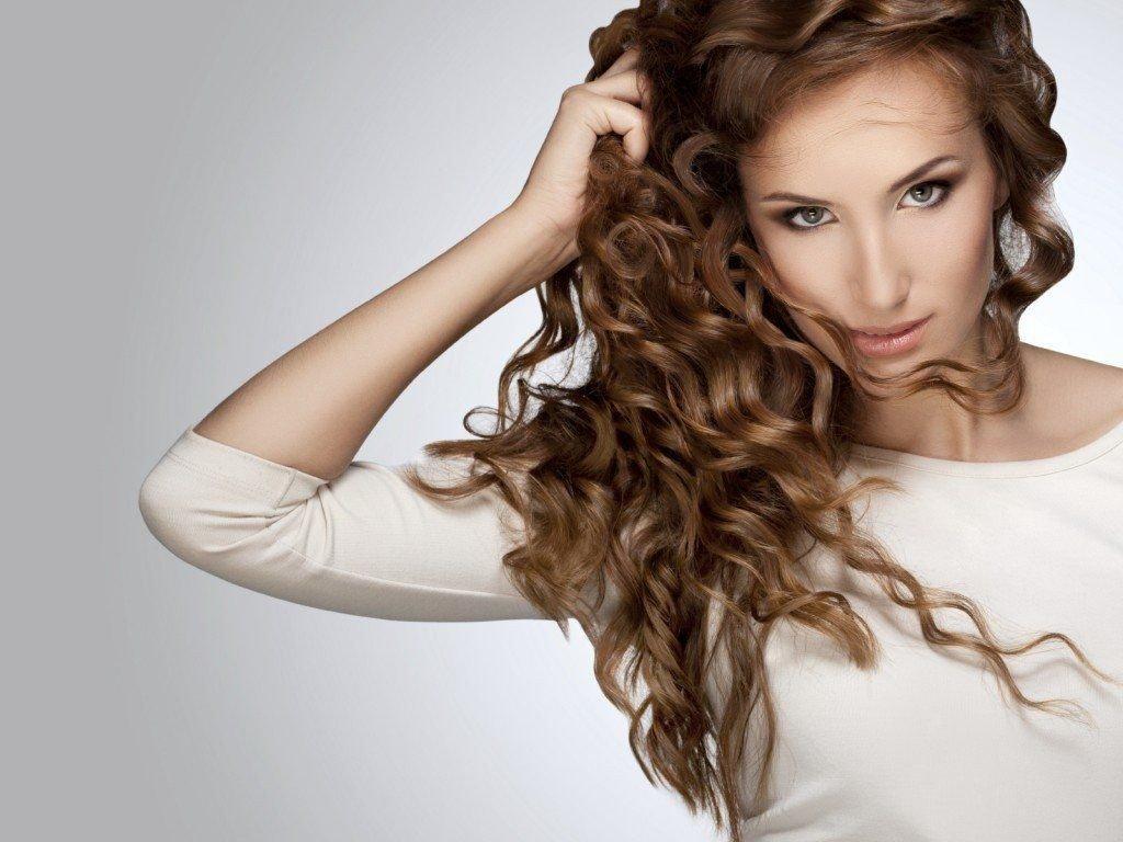 come fare capelli ricci o mossi a casa piastra