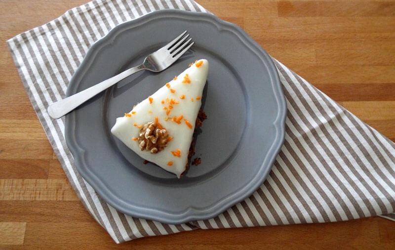 Fetta di torta di carote