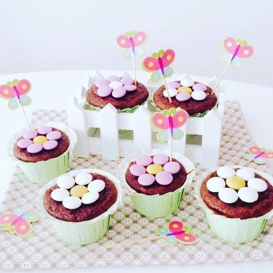 Muffin floreali al cacao e cuore di marmellata