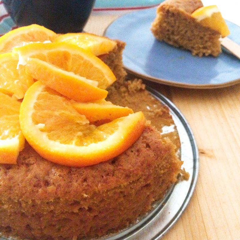 Torta al succo di arancia con fetta