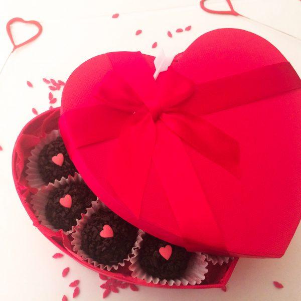 Brigadeiro al cioccolato e scatola a cuore