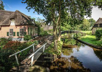 Giethoorn-paese-da-fiaba-ponti-e-canali
