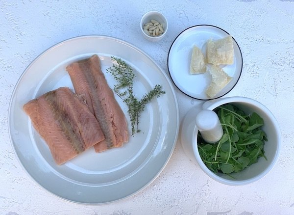 Ingredienti pasta salmone e pesto rucola